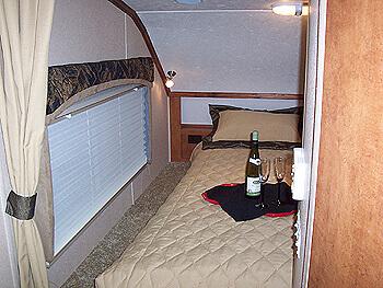 2014-chalet-rv-ds116fb-truck-camper-bedroom