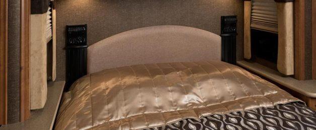 2014-fleetwood-terra-se-bedroom