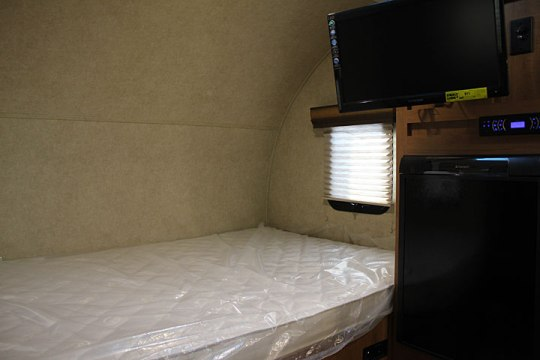 2014-palomino-palomini-150rbs-travel-trailer-bed