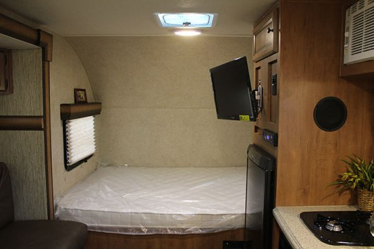 2014-palomino-palomini-150rbs-travel-trailer-interior