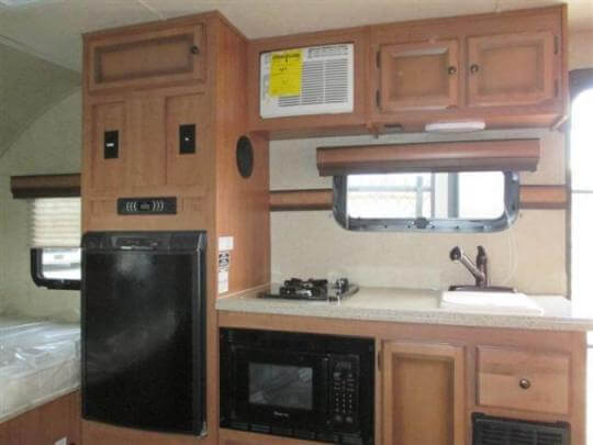 2014-palomino-palomini-150rbs-travel-trailer-kitchen