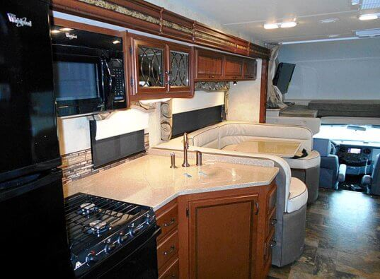 2015-four-winds-33sw-super-class-c-motorhomes-kitchen