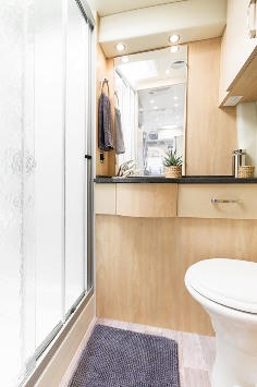 2015-leisure-travel-vans-free-spirit-ss-class-b-motorhome-bathroom