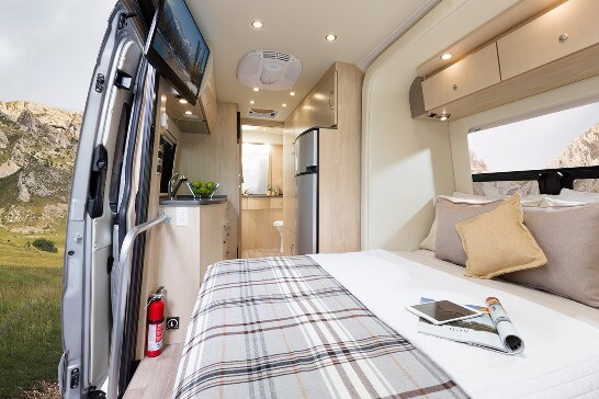 2015-leisure-travel-vans-free-spirit-ss-class-b-motorhome-bed