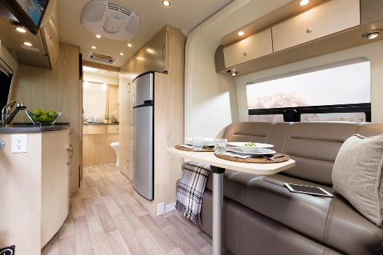 2015-leisure-travel-vans-free-spirit-ss-class-b-motorhome-interior