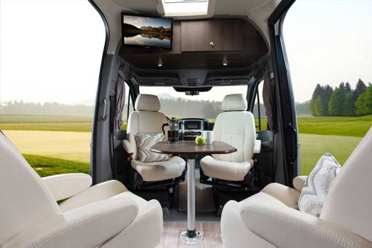 2014-free-spirit-te-leisure-travel-vans-front-table