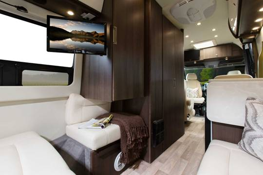 2014-free-spirit-te-leisure-travel-vans-interior