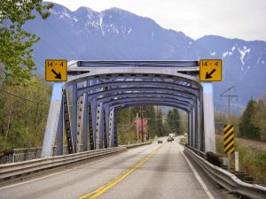 Wallace River Bridge Height Signs