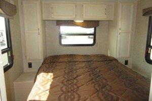 Winnebago 2017 Minnie 2500FL Private Bedroom